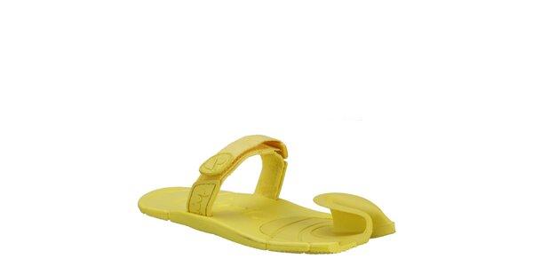 Zářivě žluté boty s textilním páskem přes nárt Dopie