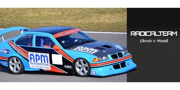 3 kola v nadupaném závodním BMW