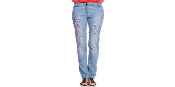 Dámské světlé modré džíny s výšivkou Kool