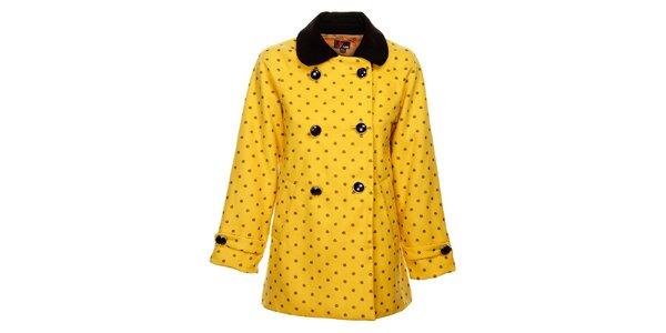 Dámský hořčicový zimní kabát Yumi s černým potiskem