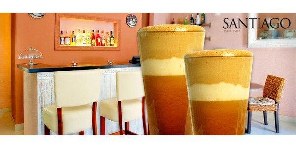 Dvě osvěžující ledové kávy, frappé nebo ice latté