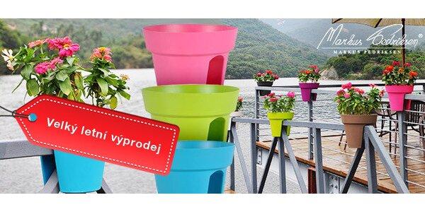 Výprodej! Barevné květináče na zábradlí