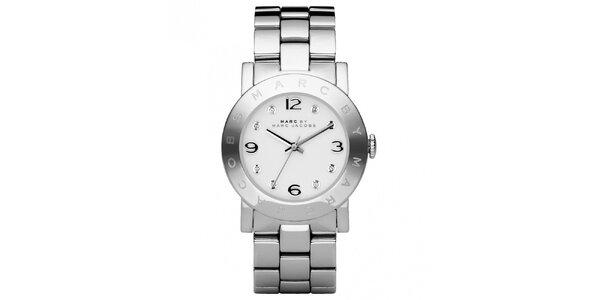 Dámské ocelové hodinky s kulatým ciferníkem a krystalky Marc Jacobs