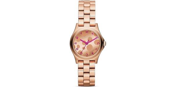 Dámské pozlacené hodinky s růžovými rafičkami Marc Jacobs