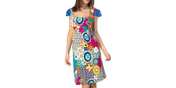 Dámské barevně vzorované šaty s rukávky Avantgard