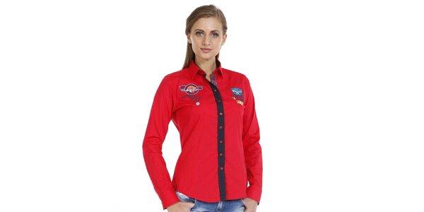 Dámská červená košile s nášivkami a kontrastní légou Pontto