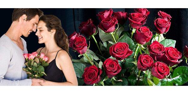 Kytice rudých, růžových nebo bílých růží s dovozem i bez.