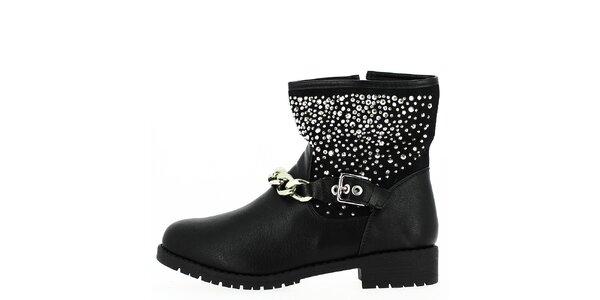 Dámské kotníkové černé boty se stříbrnými prvky a řetízkem Shoes and the City