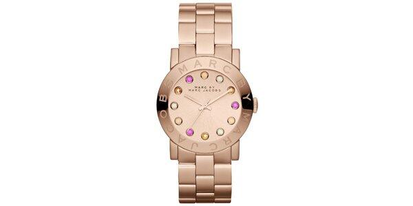 Dámské pozlacené hodinky s barevnými indexy Marc Jacobs