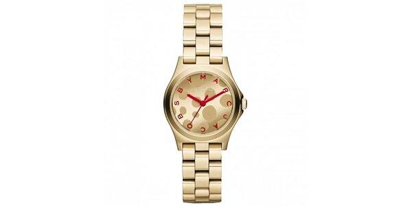 Dámské pozlacené hodinky s červenými prvky Marc Jacobs