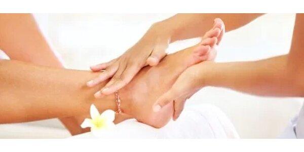 Jedinečná mokrá pedikúra s lakováním a masáží nohou