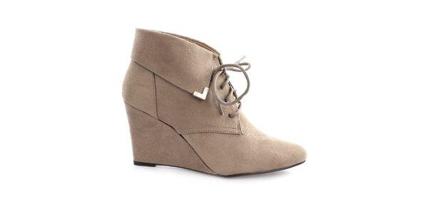 Dámské boty na klínku s tkaničkou Vizzano