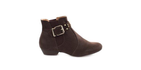 Dámské hnědé kotníkové boty s přezkou přes nárt Vizzano