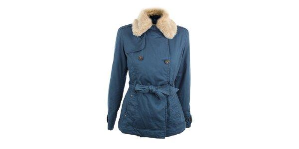 Dámský modrý kabát s kožešinkovým límcem Timeout