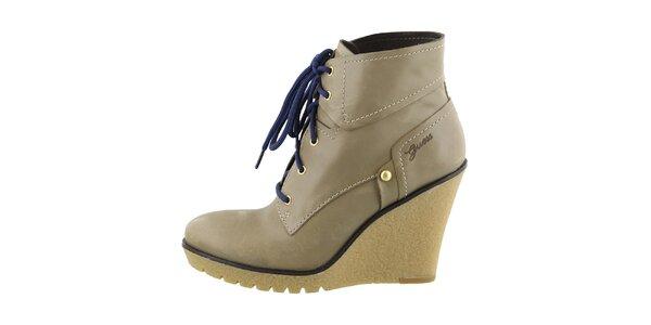 Dámské kožené boty na klínku Guess