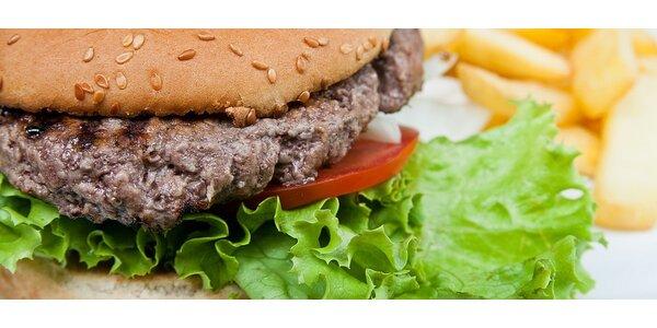 Dva šťavnaté hamburgery s hranolkami a oblohou pro 2 osoby
