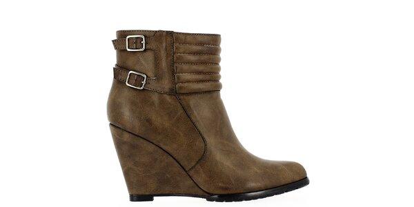 Dámské hnědé kotníkové boty na klínku Shoes and the City