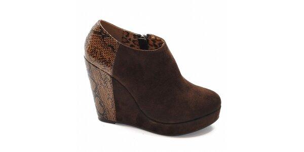 Hnědé kotníčkové boty na klínku se vzorem Xti
