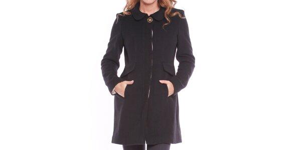 Dámský černý kabát s ozdobným knoflíkem Vera Ravenna