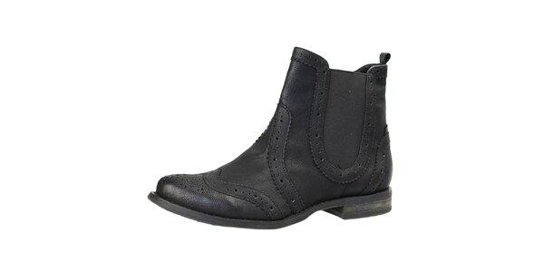 Dámské černé kotníčkové boty s dekorativní perfoací Bullboxer