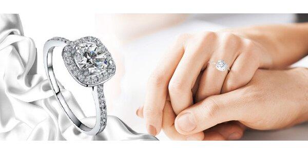 Krásný třpytivý prsten z bílého zlata