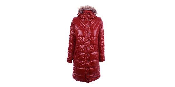 Dámská dlouhá červená bunda v lesklém provedení Authority