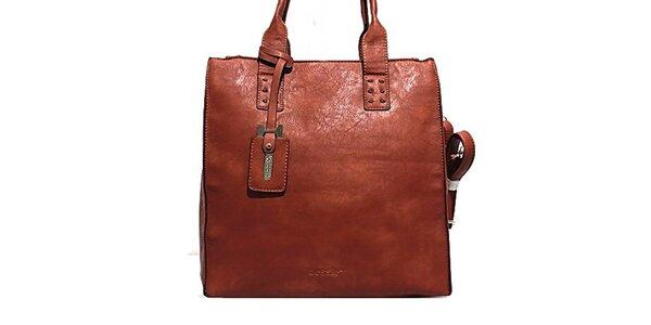Dámská červená kabelka s přívěskem Bessie
