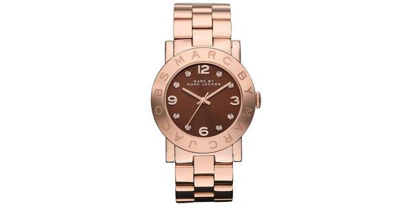 Dámské pozlacené ocelové hodinky s hnědým ciferníkem Marc Jacobs