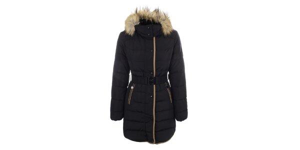 Dámský černý kabát s páskem a kožíškem DJ85°C