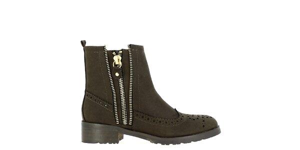 Dámské tmavě hnědé boty s ozdobnou perforací Shoes and the City