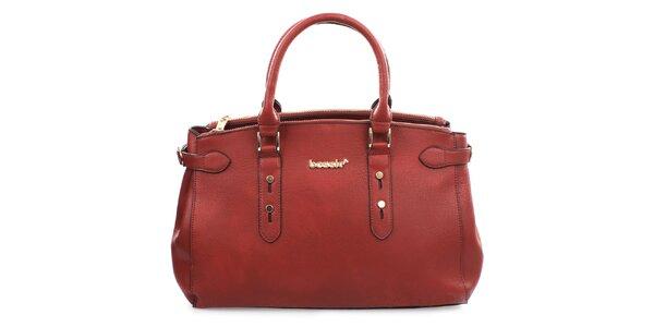 Dámská červená kabelka s kovovým nápisem Bessie