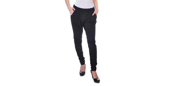 Dámské splývavé černé kalhoty Daka
