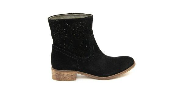 Dámské černé kotníčkové boty s perforací Giorgio Picino