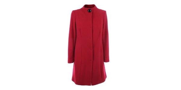 Dámský červený kabát se zapínáním na druky inAvati