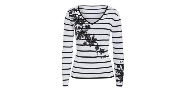 Dámský bílý svetřík s černými proužky a květinovou dekorací Imagini