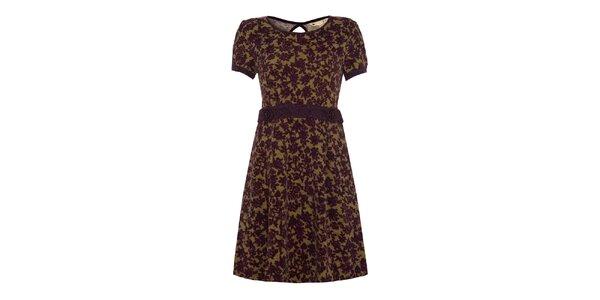 Dámské šaty s fialovým květinovým vzorem a dekorativními knoflíky Yumi