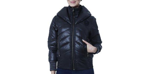 Dámská černá bunda s kapucí a nášivkou Puma