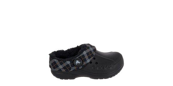 Chlapecké černé pantofle s károvaným lemem Crocs