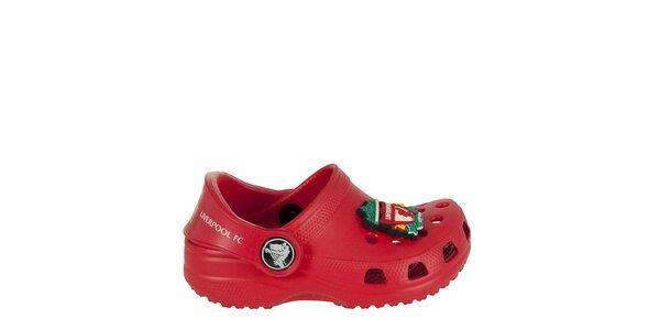 Chlapecké červené pantofle s broží Crocs