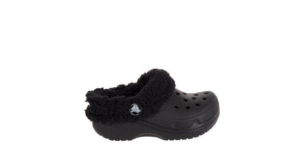 Chlapecké černé pantofle s plyšovým vnitřkem Crocs