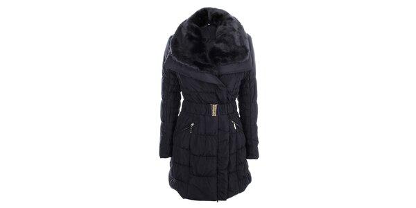 Dámský tmavě modrý prošívaný kabát s velkým kožíškovým límcem B.style
