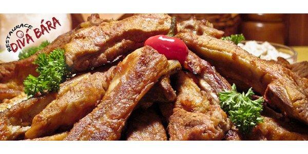 Velká masová hostina - žebra, kolena a kuřecí stehýnka