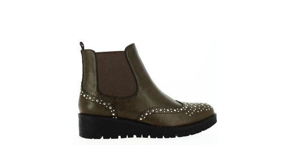 Dámské tmavě hnědé boty s cvočky Shoes and the City
