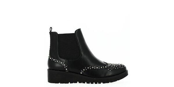 Dámské černé boty s cvočky Shoes and the City