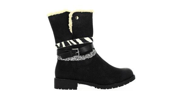 Dámské černé boty s kožíškem a dekorativními pásky Shoes and the City