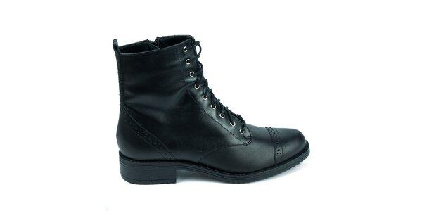 Dámské černé kožené boty s ozdobnou perforací Moda Italiana