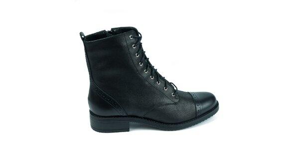 Dámské černé boty s ozdobnou perforací Moda Italiana