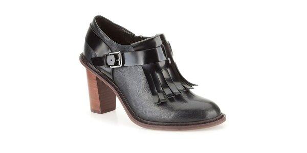 Dámské černé kožené boty s třásněmi Clarks