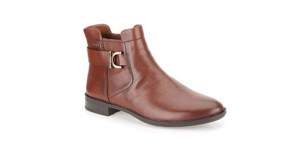 Dámské hnědé kotníčkové boty s páskem za patou Clarks