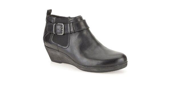 Dámské černé kotníčkové boty s přezkou Clarks